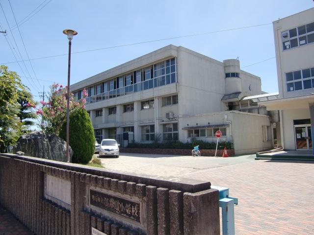 江井島小学校・・・約900m(徒歩12分)