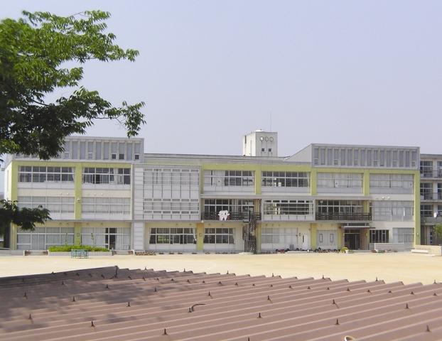伊保小学校 約1150m