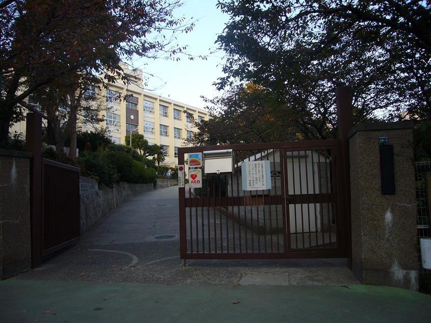 塩屋小学校 約340m(徒歩5分)