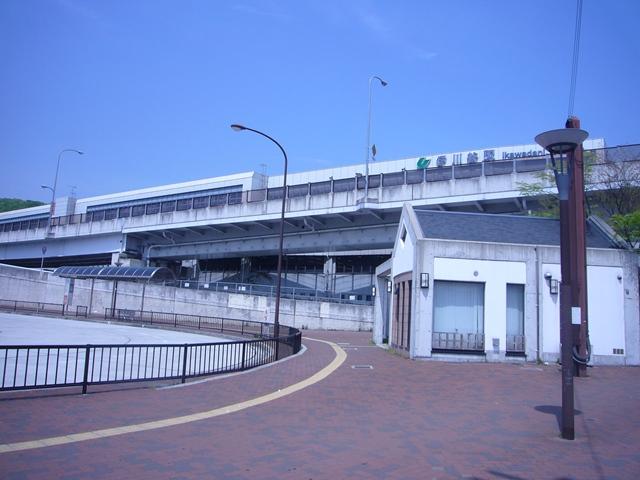 神戸市西神山手線 伊川谷駅 バス 10 分 伊川谷高校前 徒歩 5 分