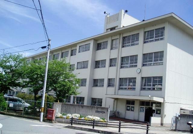 播磨町立播磨小学校・・・1040m