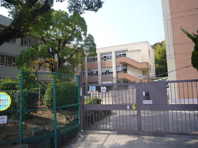 名谷小学校 約1000m(徒歩13分)