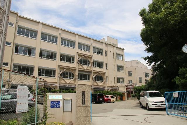 垂水中学校 約620m(徒歩8分)