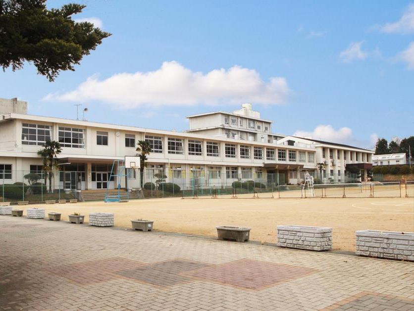 琴陵中学校 870m