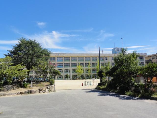 明石市立朝霧小学校 約1030m(徒歩13分)