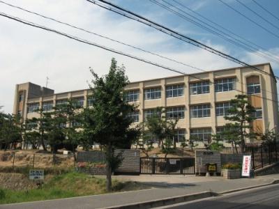神戸市立岩岡小学校 約1790m(徒歩22分)