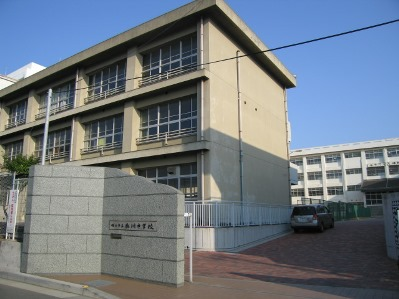 衣川中学校 約830m