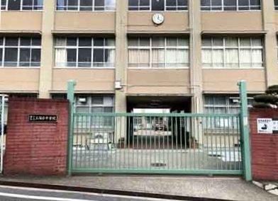 王塚台中学校 約740m