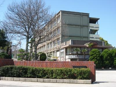 岩岡中学校 約1490m