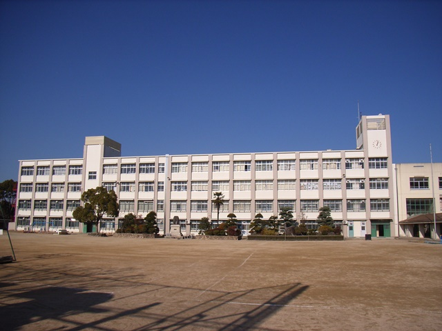 神出小学校 約4160m (徒歩52分)