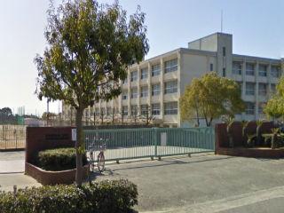魚住東中学校 約1980m (徒歩25分)