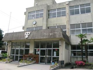 宝殿中学校 約480m(徒歩6分)