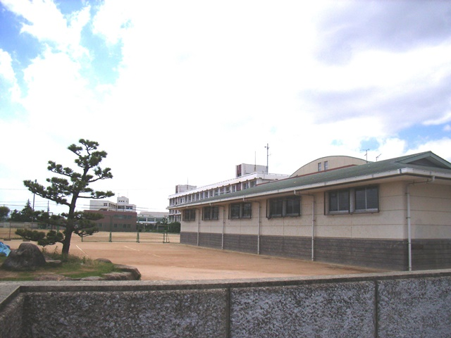 二見中学校 約1500m(徒歩19分)