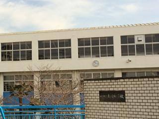 塩屋中学校 約1530m (徒歩20分)