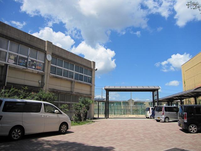 玉津中学校 約940m(徒歩12分)