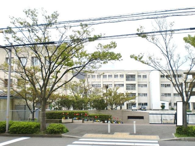 星陵台中学校 約1530m(徒歩20分)