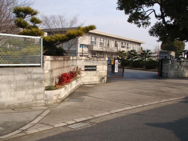 加古川中学校 約1400m(徒歩18分)