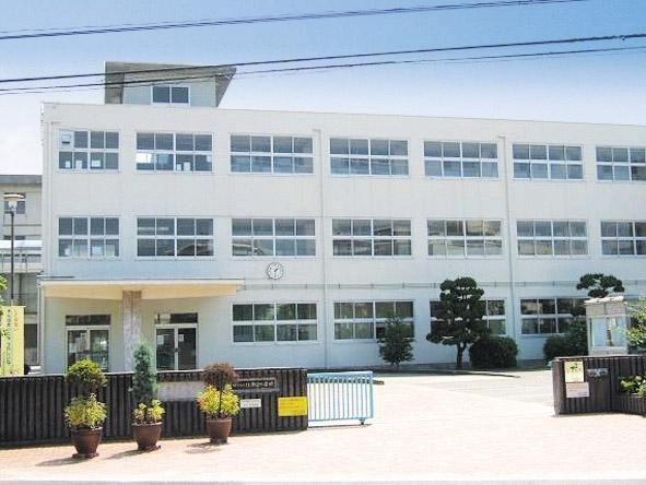 江井島小学校 約900m(徒歩12分)
