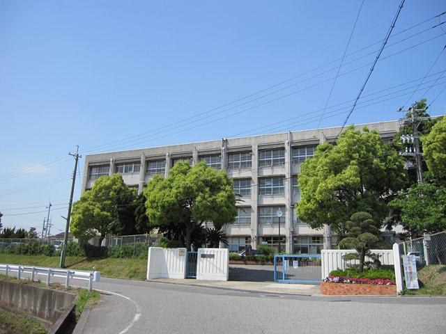 江井島中学校 約1290m(徒歩17分)