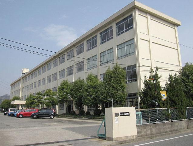 神吉中学校 約1630m(徒歩21分)