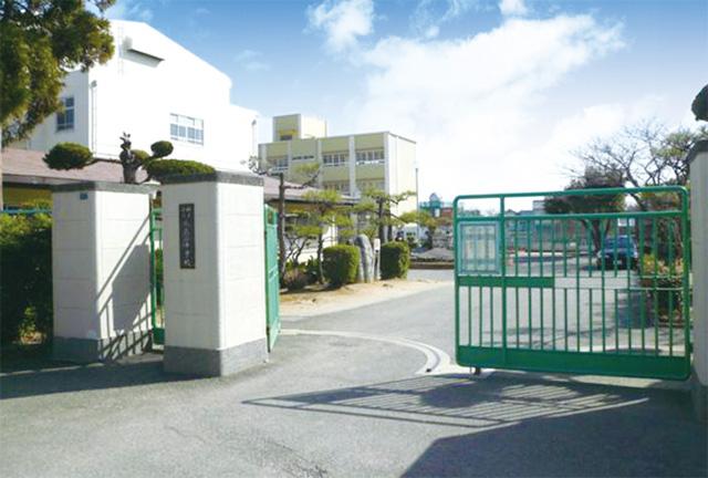 歌敷山中学校(960m)