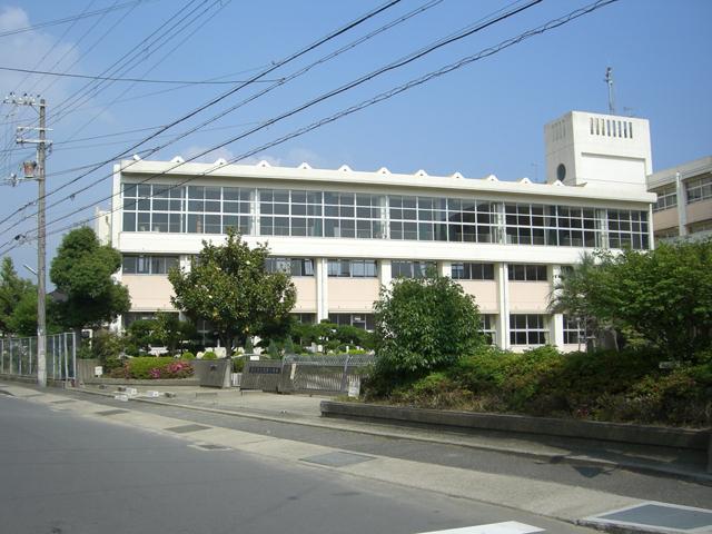 和坂小学校 徒歩4分(約300m)