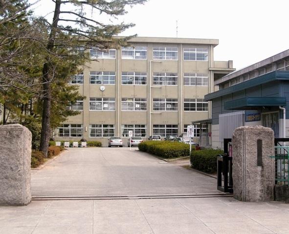 加古川市立浜の宮小学校・・・約750m